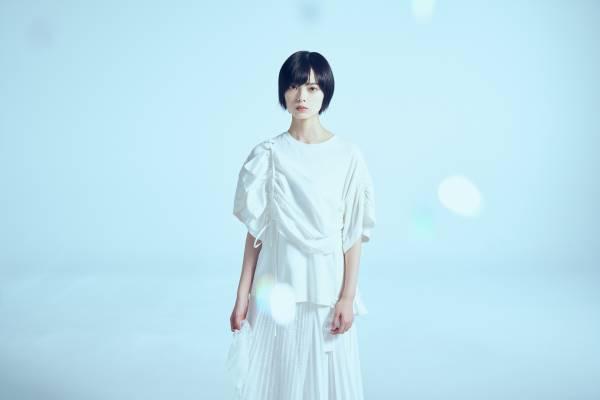 平手友梨奈、公式サイト開設&映画「さんかく窓の外側は夜」ヒロイン出演を発表