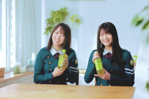「アイドルもお茶も緑がいいですよね!」 欅坂46 菅井友香と田村保乃が緑推しを呼びかける!
